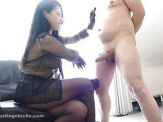 Kawa - espancamento de pênis duro estranho