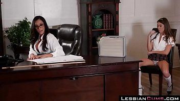Lesbo riley reid estudante seduz a professora ariella ferrera lesbiancums.com